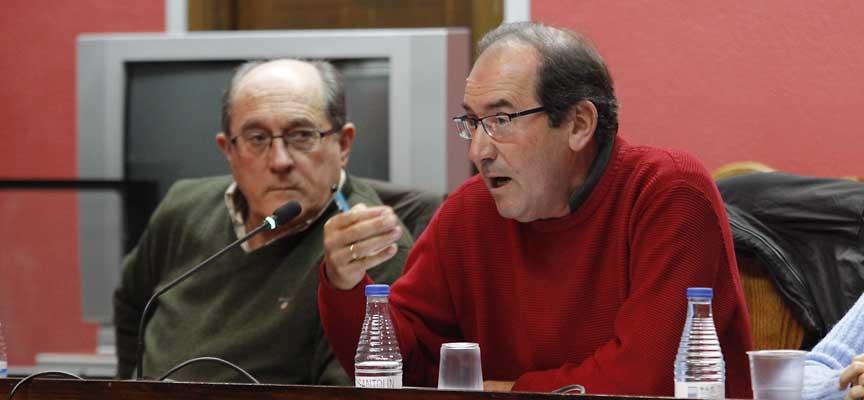 El portavoz del PSOE, Octavio Cantalejo, durante su intervención en el pleno.
