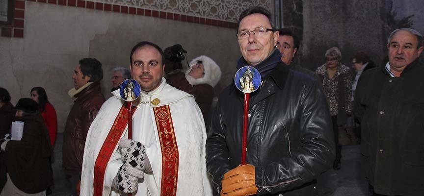El mayordomo, José Olmos y el sacerdote Javier Martín.