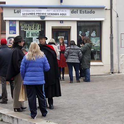 El primer premio de la Lotería Nacional deja 300.000 euros en Cuéllar con el número 02700