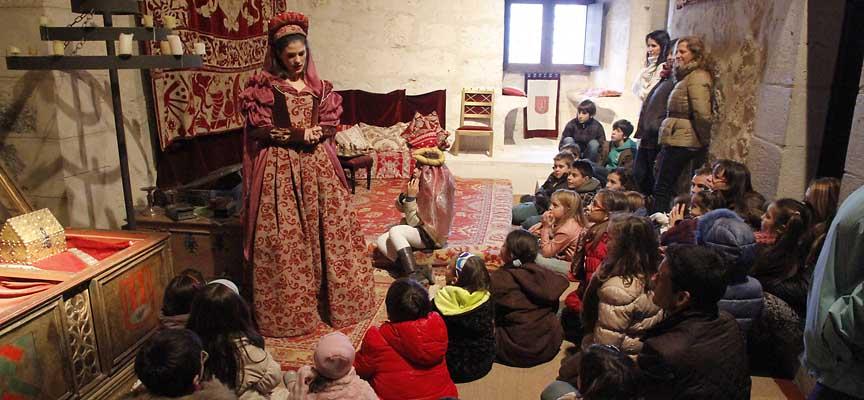 Imagen de una visita teatralizada al castillo de Cuéllar especial para escolares.