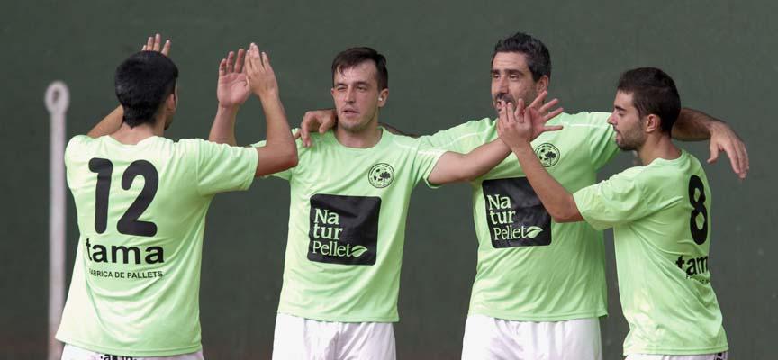 """Héctor, """"Pupy"""", Javier y Pesquera celebran un gol del Zarzuela del Pinar FS."""