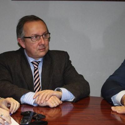 El delegado territorial visita Carbonero el Mayor para abordar la ampliación y reforma del centro de salud