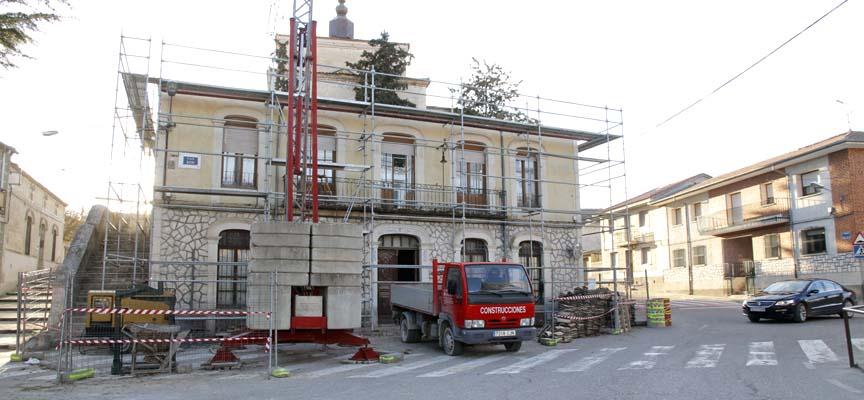 Obras de restauración del Ayuntamiento de Olombrada.