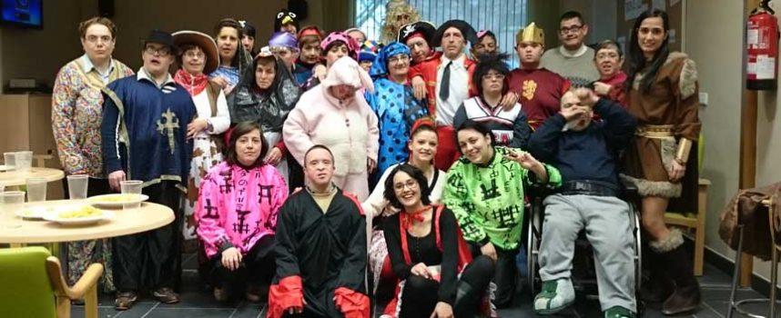 Los usuarios de Apadefim-Fundación Personas se sumaron a la celebración del carnaval