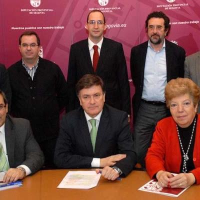 Diputación firma un convenio con colegios profesionales para la asistencia a los ayuntamientos de la provincia