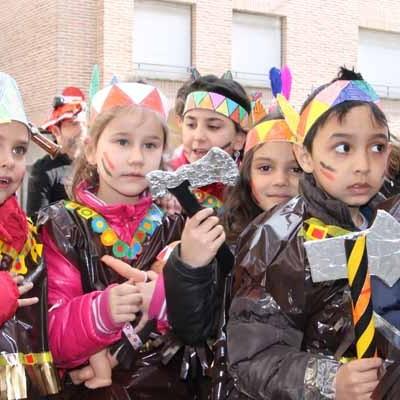 El Carnaval llegó a la villa de la mano de los escolares
