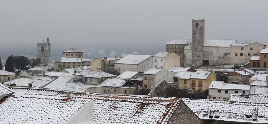 Nieve sobre los tejados de la villa a primera hora de la mañana.
