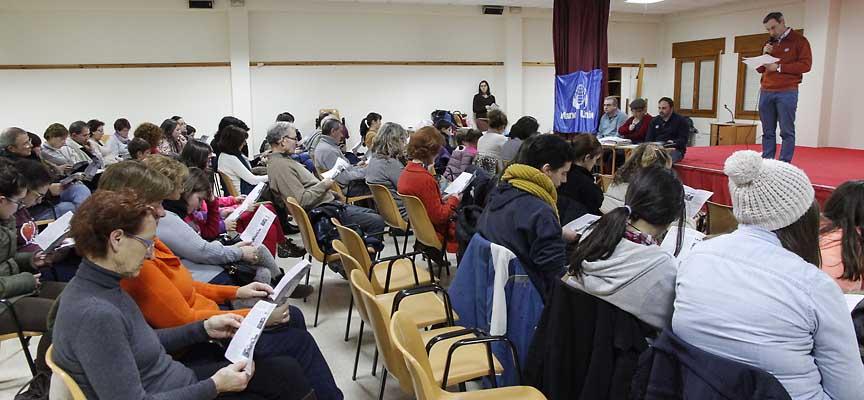 Voluntarios de Manos Unidas durante la reunión informativa en el Centro Parroquial