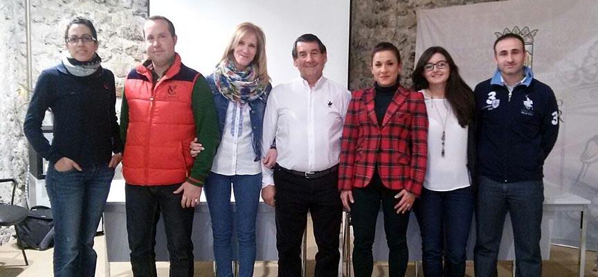 La nueva directiva de la Asociación Amigos del Caballo junto al anterior presidente, ngel Senovilla (centro).