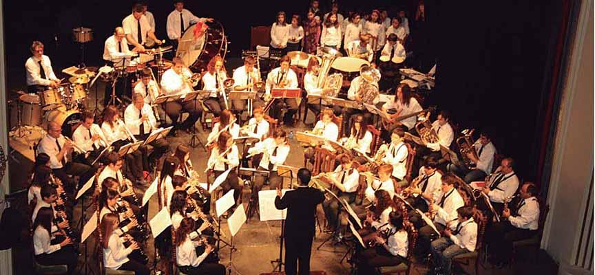 Banda de Música de Carbonero durante una actuación.