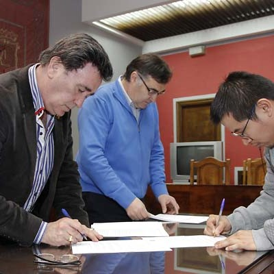 Colectivos deportivos y culturales firman los convenios de colaboración con el Ayuntamiento de Cuéllar