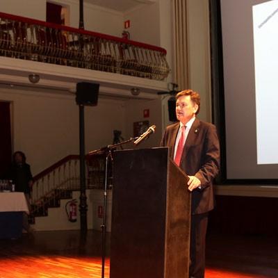 La Diputación difundirá la figura del poeta Jaime Gil de Biedma por toda la provincia