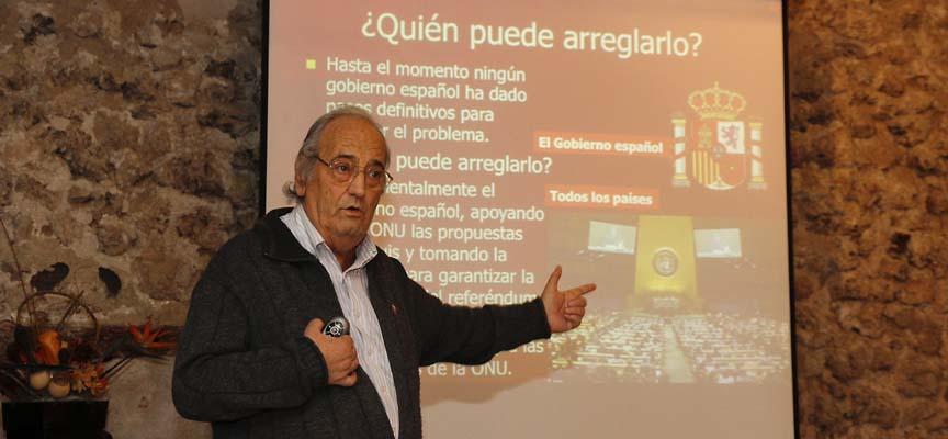 Un momento de la charla ofrecida por la Asociación de Amigos del Pueblo Saharaui MAKSRA en el Palacio de Pedro I en Cuéllar.