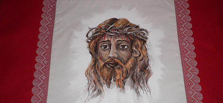 Pañuelo pintado por Alfonso Rey y puntilla de bolillos hecha por Julia Cabrero para la Cofradía de La Verónica.