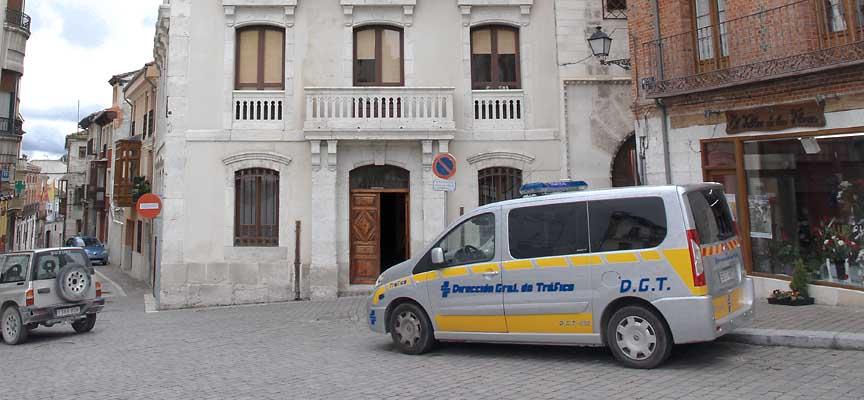 La Policía Local tiene su Jefatura en la planta baja del Ayuntamiento de Cuéllar.
