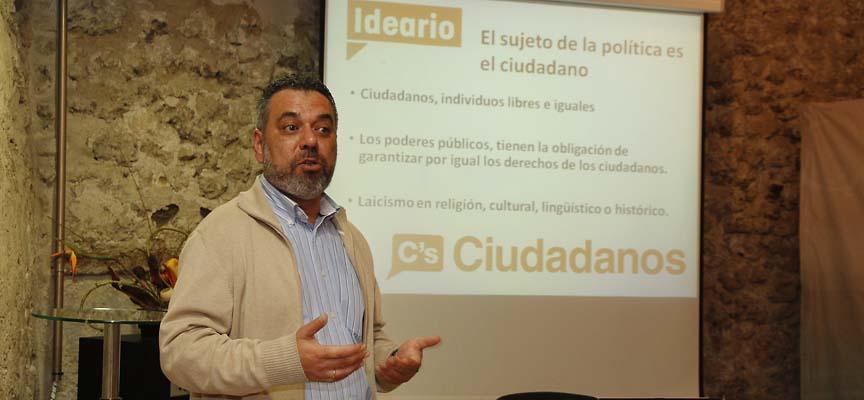 Juan Luis López durante la presentación de Ciudadanos.