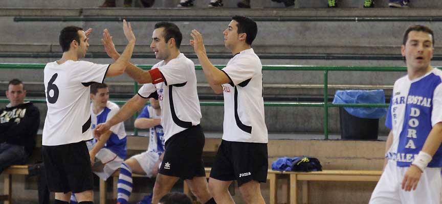 Samuel, Maroto y Diego, del Racing Cuéllar, celebran un gol en un partido frente a Cantalejo.