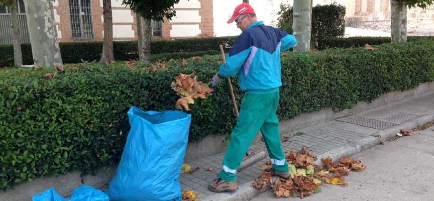 Trabajador contratado el pasado año por el Ayuntamiento de Samboal.
