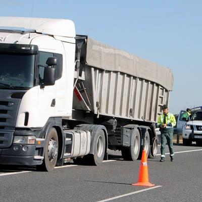 Un herido en la colisión entre un vehículo y un camión en la A-601 a la altura de Pinarejos
