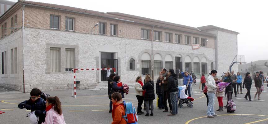 En el colegio La Villa se instalaron rejas en la planta baja el curso pasado.