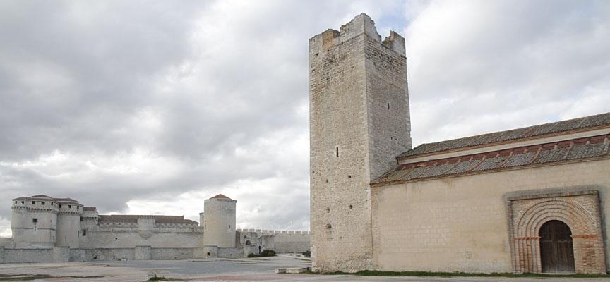 La torre del templo está muy deteriorada.