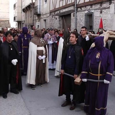 El Vía Crucis y el traslado del Cristo del Calvario protagonizaron el Miércoles Santo en Cuéllar