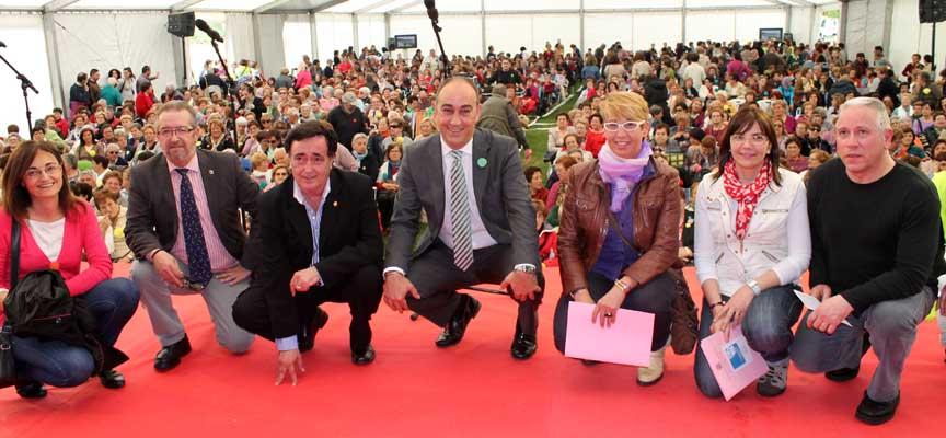 Autoridades y participantes en el encuentro de las Aulas celebrado en El Henar en 2011.
