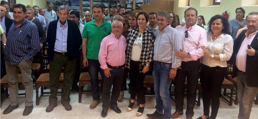 Clemente junto a otros candidatos en Fuentidueña.