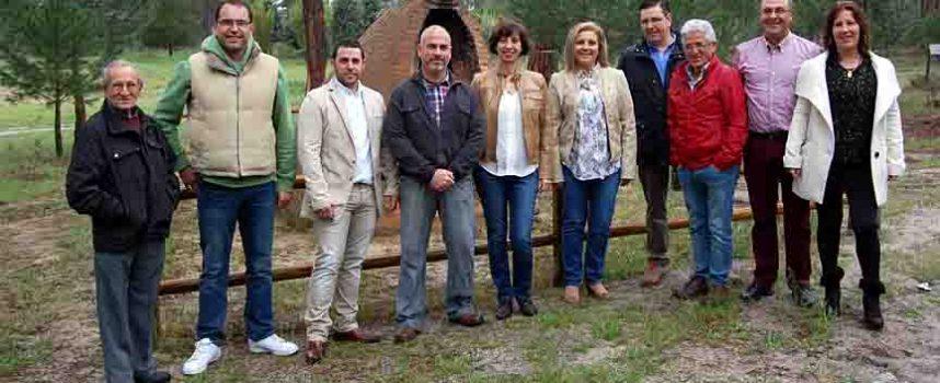 La candidatura del PP de Navas de Oro se presenta en una Asamblea Vecinal