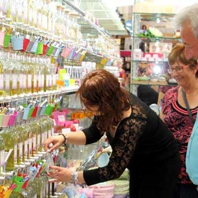 """Inauguración de """"Essencia"""" perfumería a granel"""