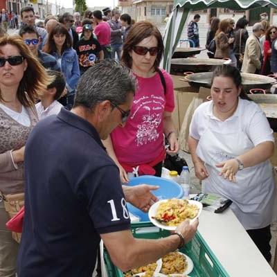 Los vecinos de San Gil cerraron sus fiestas con la tradicional paellada