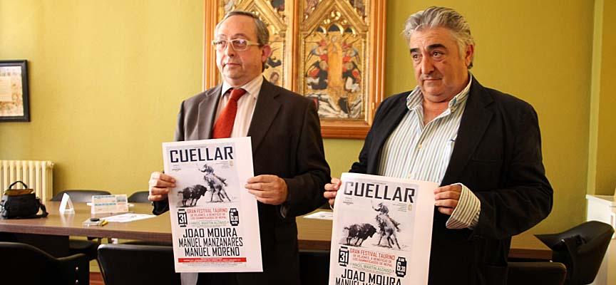 El concejal de Festejos (izq.) junto a Julián Alonso tras la presentación del festejo.