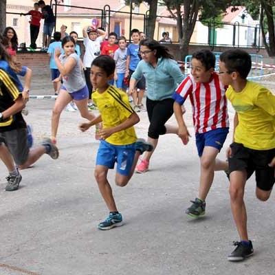 Alumnos, padres y profesores del CEIP San Gil disfrutaron de las carreras y el duatlón fin de curso