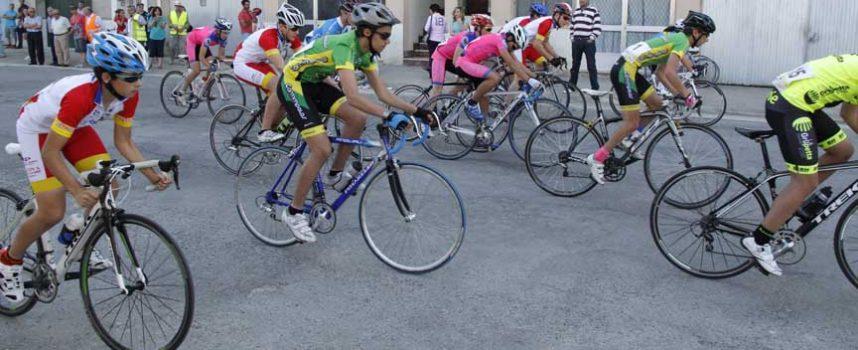 Las escuelas ciclistas tomaron el barrio de San Gil en el IV Trofeo Villa de Cuéllar