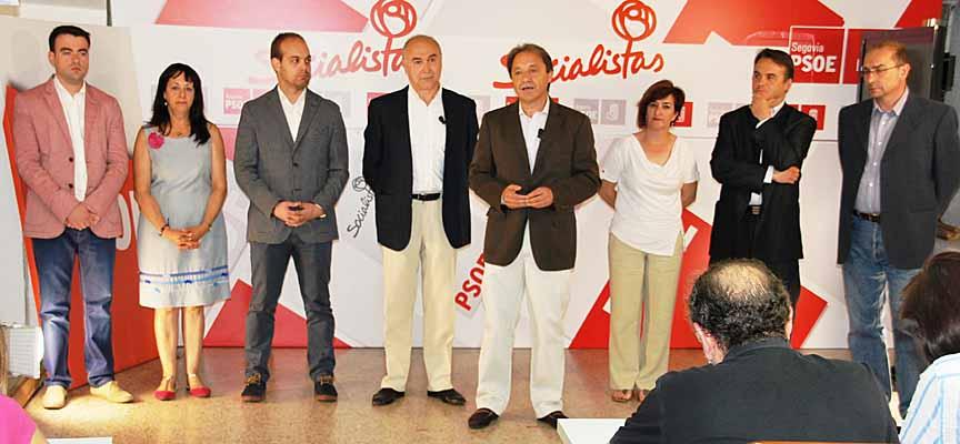Diputados del PSOE junto a Juan Luis Gordo.