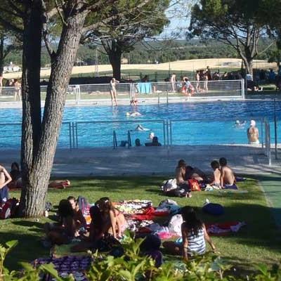 Cursos intensivos, Aquagym y campamento urbano propuestas de la piscina de Cuéllar para el verano