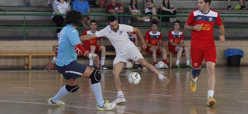 Partido entre La Chicuelina y Bulon Team en el Torneo de Verano de fútbol sala.
