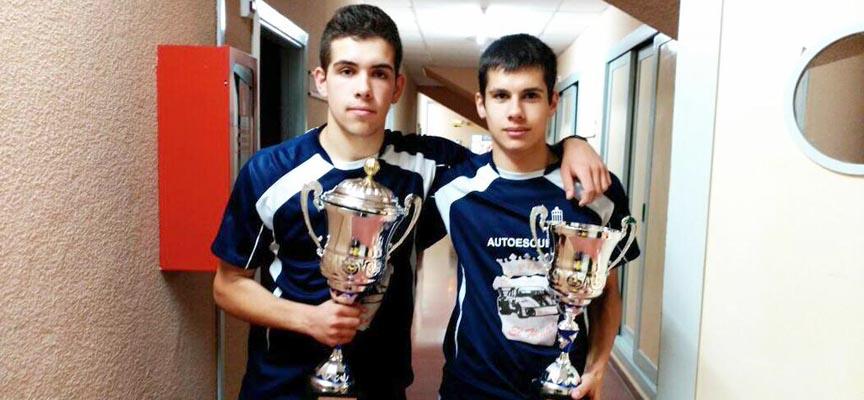 Iván y Miguel celebrando el doblete juvenil.