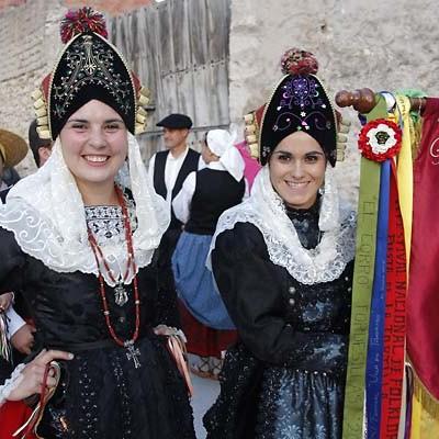 Folclore castellanoleonés y vasco en el XXVIII Festival del Ajo