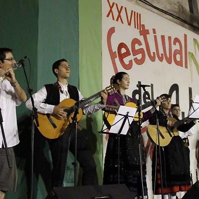 El folclore local se suma al de León y Castellón en el XXIX Festival del Ajo de Vallelado