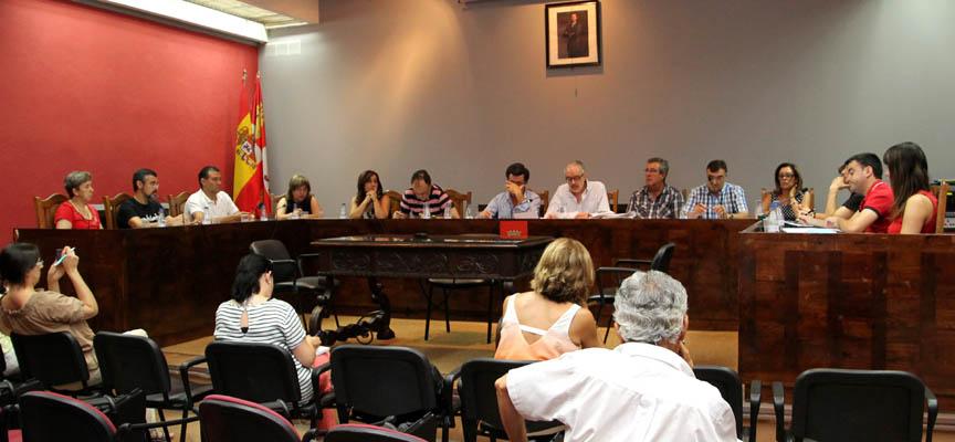 Concejales durante la celebración del pleno.