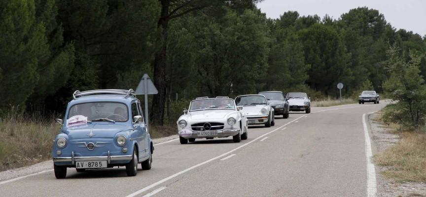 Rallye de coches antiguos a su paso por Viloria.