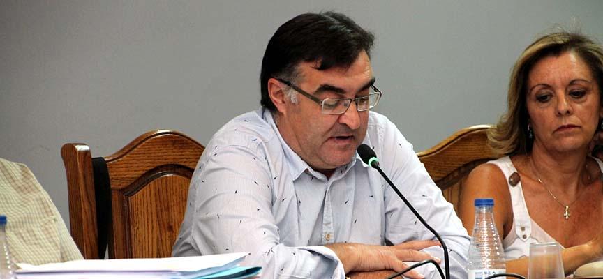 El concejal de Festejos, Luis Senovilla, durante su intervención en el pleno.