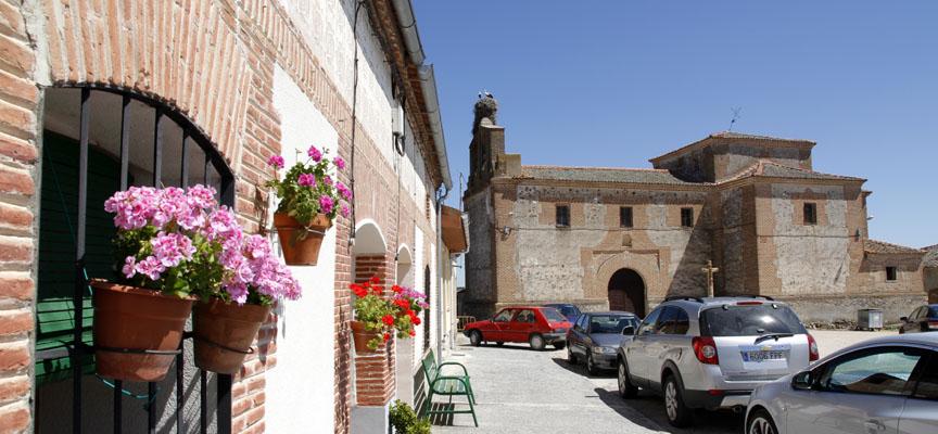 Un rincón de San Martín con la iglesia al fondo.