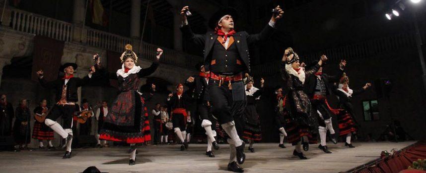 Danzas de León y Pontevedra junto a las locales en el XXXII Festival de Jota Villa de Cuéllar