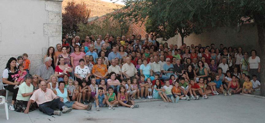 Foto de familia de Vallelado realizada en 2009.