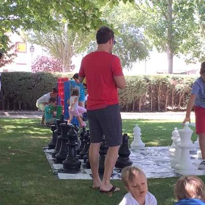 El Circuito de Juegos Infantiles Populares en tamaño gigante visita Navalmanzano y Chañe