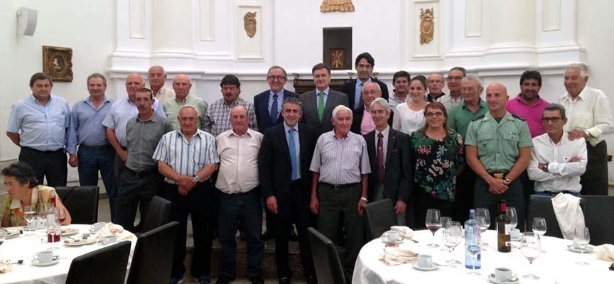 Alcaldes y concejales que representan a su municipios en la Comunidad.