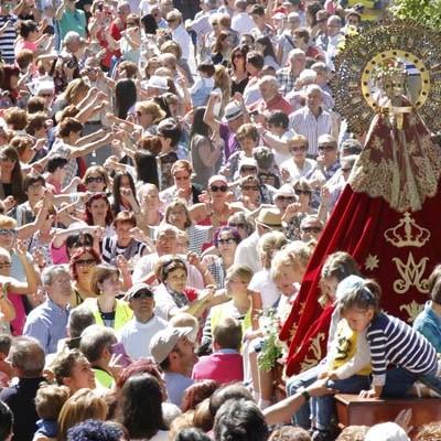 Miles de romeros muestran su devoción a la virgen de El Henar en su Romería Popular