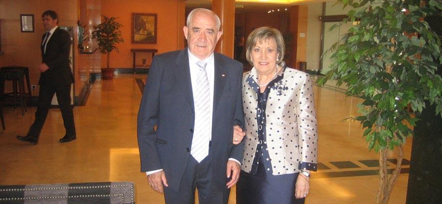 Pedro de Benito junto a su esposa Henar Lázaro.